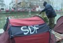 TF1/LCI : SDF à côté d'une tente distribuée par Médecins du Monde