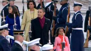 Moment fort d'une journée riche en images symboliques : le couple Obama est dans la résidence présidentielle, pour la première fois depuis l'investiture.