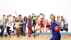 Glee - Saison 3. Série créée par Ryan Murphy, Brad Falchuk, Ian Brennan en 2009. Avec : Matthew Morrison, Kevin Mc Hale, Lea Michele et Jane Lynch.