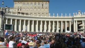 Le 20 heures du 5 octobre 2014 : Rome : le Vatican lance le premier synode sous l%u2019� Fran�s - 385.00299999999993