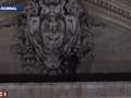 Un Italien sur le fronton de Saint-Pierre, au Vatican