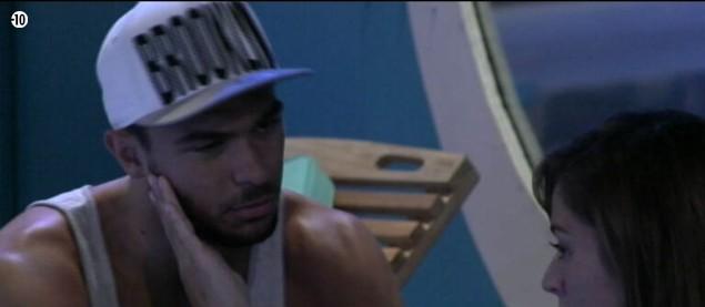 Julien explique à Anaïs qu'il ne pensait pas la blesser en se rapprochant d'Emilie. Saura-t-il se montrer suffisamment convaincant ?