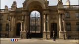 Les ministres sommés de rester en France pendant les vacances