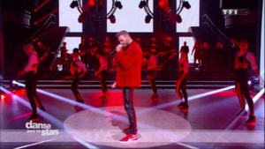 M. Pokora interprète « On danse » pour la première fois en TV son nouveau single avec ses danseurs et les danseurs professionnels
