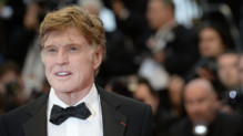 Robert Redford lors de la monte des marches  Cannes, le 22 mai 2013.