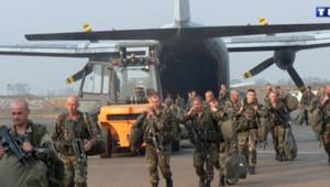 Des soldats français débarquent sur l'aéroport de Bangui, capitale centrafricaine le 30 décembre 2012.