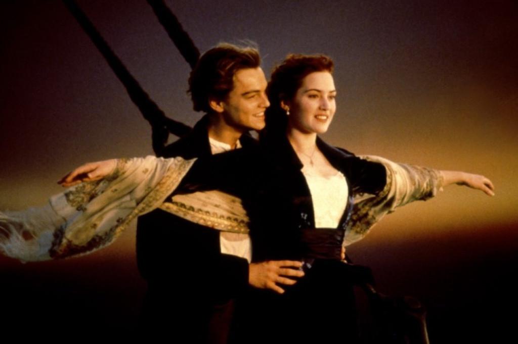 Leonardo DiCaprio et Kate Winslet dans le film Titanic de James Cameron
