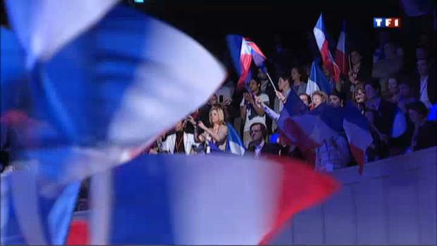A la mutualité à Paris, les militants de l'UMP ont hué lorsqu'ils ont vu les résultats. Si certains sont septiques pour le second tour, d'autres veulent encore y croire.