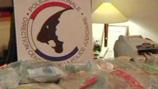 """Les preuves saisies par la police dans l'affaire de blanchiment intitulée """"Virus"""""""