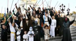 Des fans de Star Wars lors d'un rassemblement.