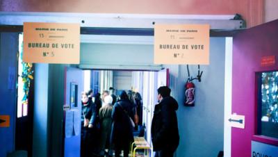 Un bureau de vote dans le 13e arrondissement de Paris/Image d'archives