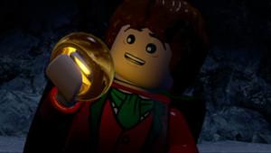 """Frodon dans le jeu vidéo """"Lego - Le Seigneur des Anneaux"""" basé sur la trilogie cinématographique de Peter Jackson."""
