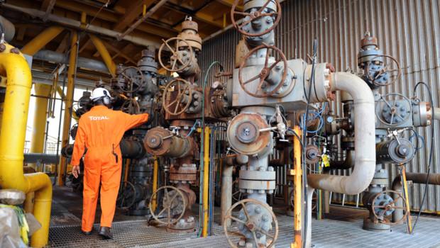Archives : salarié de Total sur une installation pétrolière au Nigeria, septembre 2009