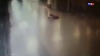 Attentat à Istanbul : les images d'un policier stoppant la course meurtrière d'un terroriste