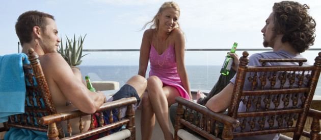Blake Lively, Taylor Kitch et Aaron Taylor-Johnson dans le film Savages d'Olivier Stone