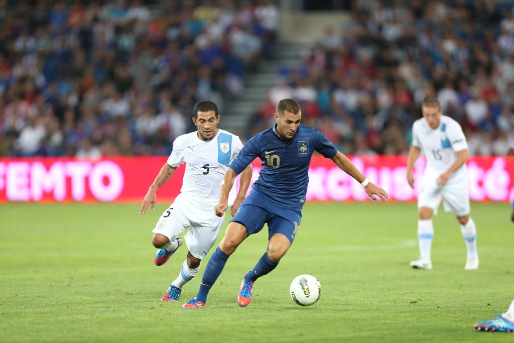 http://s.tf1.fr/mmdia/i/85/5/match-france-uruguay-10749855gdgoq.jpg?v=1