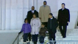 Barack Obama devant le memorial de Lincoln, à Washington, le 10 janvier 2009