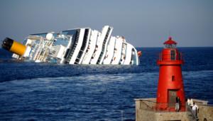 Le Costa Concordia, un navire de 114.500 tonnes s'est couché sur le flanc non loin du rivage, près de l'île de Giglio.