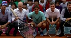 Quand Nadal donne un cours de tennis aux enfants des favelas de Buenos Aires