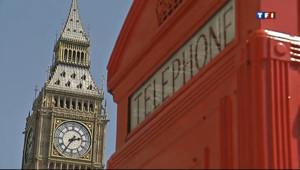Le 20 heures du 3 août 2013 : Un tour de Londres en photo - cabine téléphonique grande-bretagne royaume-uni