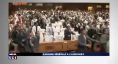 ZAPNET - Bagarre générale à l'Assemblée népalaise !