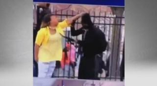 Emeutes à Baltimore: une mère de famille réprimande son fils émeutier