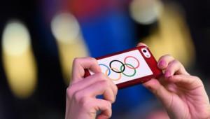 Des anneaux olympiques sur un téléphone en 2014 à Sotchi