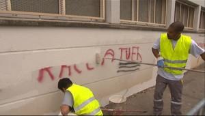 Tags antisémites et croix gammées découverts sur la synagogue de Melun le 22 juillet 2010