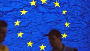 europe drapeau tete anonyme