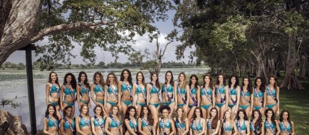 Les 33 candidates au titre de Miss France 2014 posent en maillot