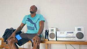 Dans une vidéo postée par son équipementier à une semaine des Mondiaux de Moscou, Usain Bolt tente d'apprendre le russe.
