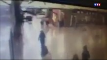 Attentat à Istanbul: l'horreur et la panique filmées par des voyageurs et des caméras de surveillance