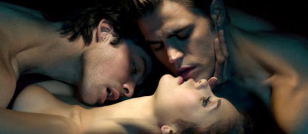 The Vampire Diaries - Saison 1. Série créée par Kevin Williamson, Julie Plec en 2009. Avec : Nina Dobrev, Paul Wesley, Ian Somerhalder et Steven R. Mcqueen.