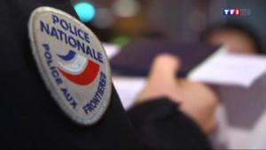 """Le 20 heures du 28 avril 2014 : Comment la police lutte contre le """"lookalike"""", la technique de fraude de l'immigration clandestine - 1062.341"""