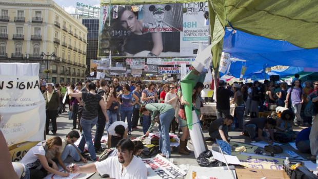 """Madrid : le campement des """"indignés"""" sur la Puerta del Sol, 21 mai 2011"""
