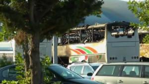 L'autobus transportant des touristes israéliens, devant l'aéroport de Burgas en Bulgarie. Le 18 juillet 2012.