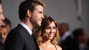 Miley Cyrus et Liam Hemsworth lors de l'avant-première de Hunger Games, le 12 mars 2012 à Los Angeles.