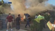 Un homme a sauvé un septuagénaire de sa maison en flammes aux Etats-Unis.