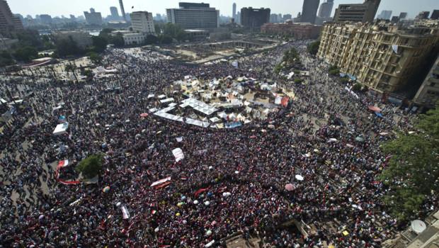 Des milliers d'opposants à Mohamed Morsi réunis place Tahrir au Caire le 30 juin 2013.