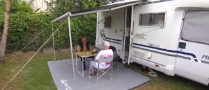 À Saint-Palais-sur-Mer, loin de l'afflux estival, les jeunes retraités profitent de leurs vacances