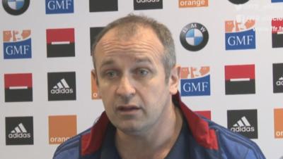 Philippe Saint-André plaque ses joueurs après la défaite des Bleus face au Pays de Galles