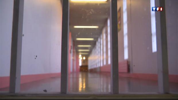 http://s.tf1.fr/mmdia/i/88/3/le-20-heures-du-1-aout-2013-prison-les-d-nus-souffrent-de-la-chaleur-10963883dzqrj_1713.jpg?v=2