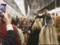 """Il déride et fait danser une rame de métro entière sur """"Rasputin"""""""