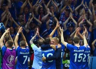 """Euro 2016 : le """"clapping"""", la signature mythique des Islandais"""