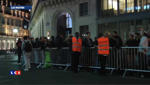 File d'attente à Paris pour l'iPhone 5, grève lancée par un syndicat
