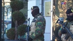Attentats : Bruxelles toujours alerte maximale, 16 interpellations dimanche
