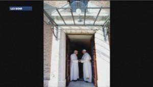 Le Pape François et l'ex-pape Benoit XVI au Vatican.