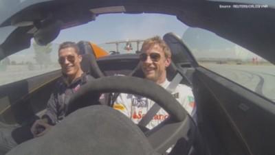 Cristiano Ronaldo et Jenson Button sur un circuit de F1 espagnol, le 1er septembre.