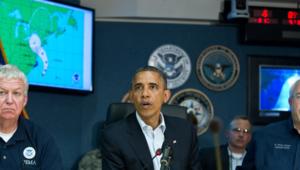 """Dimanche, Barack Obama s'était rendu à l'agence nationale de gestion des crises (FEMA) et a appelé ses compatriotes à prendre """"très au sérieux"""" l'arrivée de Sandy."""