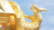 La statue de l'archange de retour en haut de l'abbaye du Mont Saint-Michel